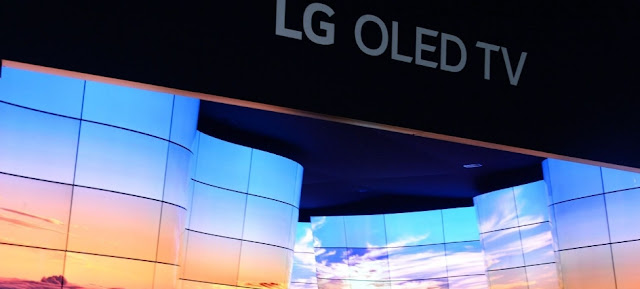 Everyone wants LG's rollable OLED TV | CES 2019 | Foldable TV