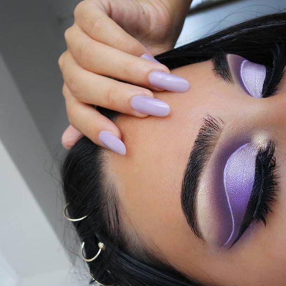 Sombra lilás e roxo