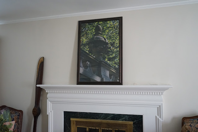 Mantel with picture