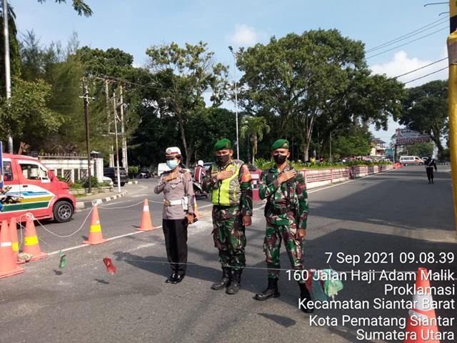 Di Wilayah Pematang Siantar Personel Jajaran Kodim 0207/Simalungun Laksanakan Ops PPKM Level lV Bersama Dinas Terkait