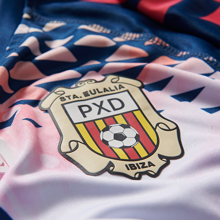 773e5d287b A fabricante de material esportivo Hummel apresentou o novo terceiro  uniforme que a Sociedad Cultural Recreativa Peña Deportiva Ibiza usará na  temporada ...