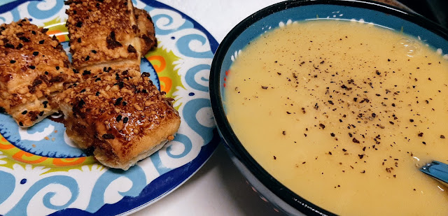 Spicy parsnip soup with Higgidy rolls