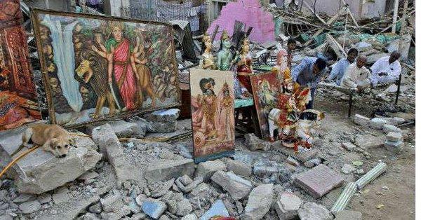 Muslim men vandalised a Hindu temple in Lal Kuan