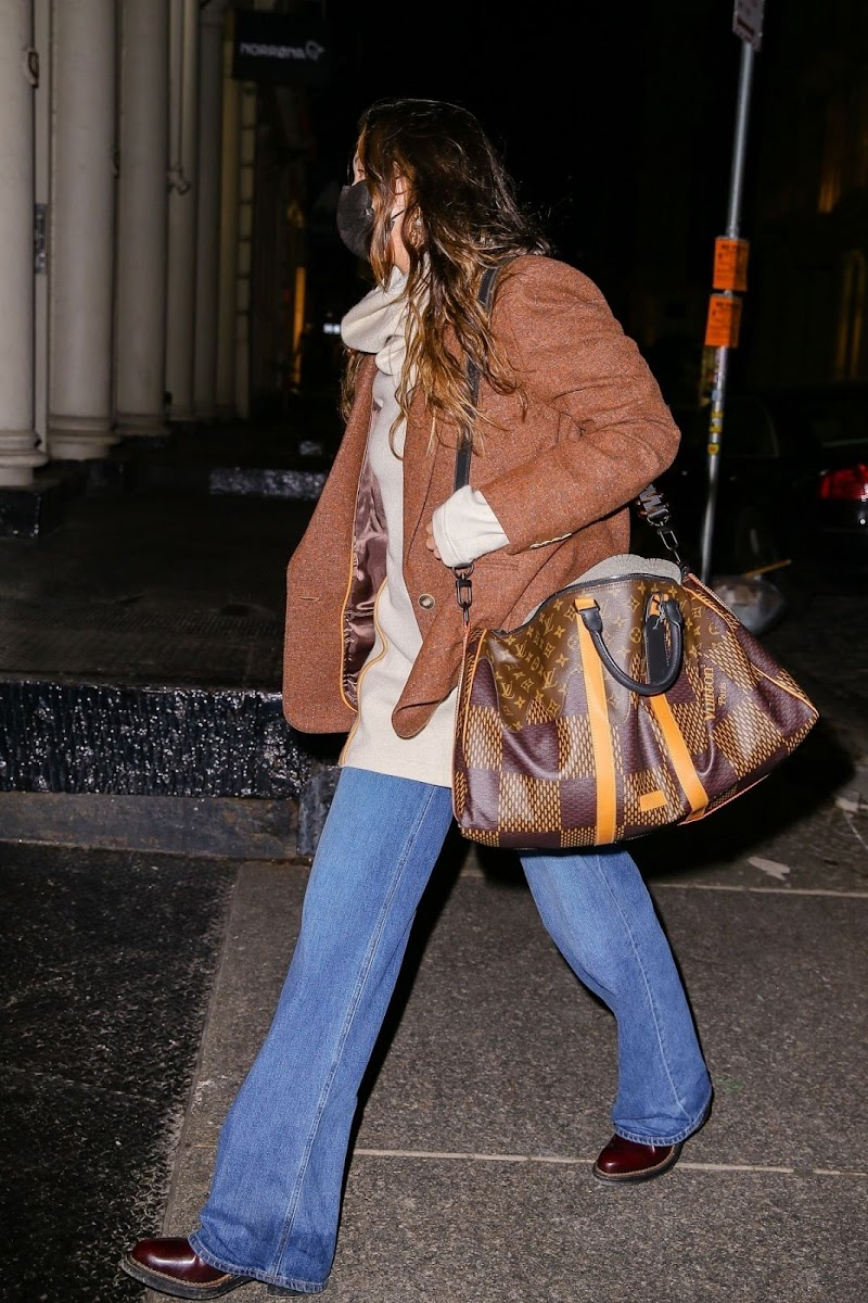 Bella Hadid Arrives at Her Apartment in New York 29 Oct-2020