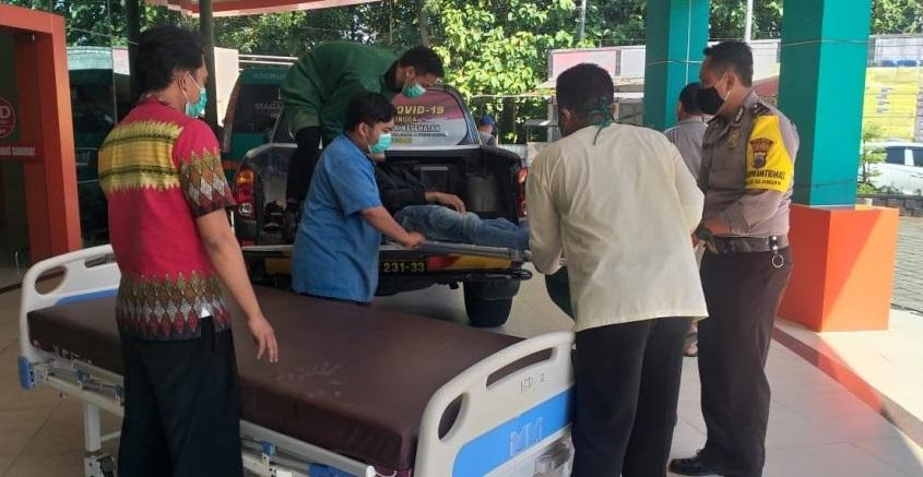 Pengendara Vario Tabrak Pohon di Bojongsari, Korban Dibawa Polisi ke Rumah Sakit