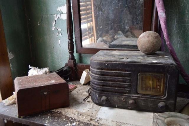 Una casa abandonada con un tesoro y un fotógrafo con gran corazón.
