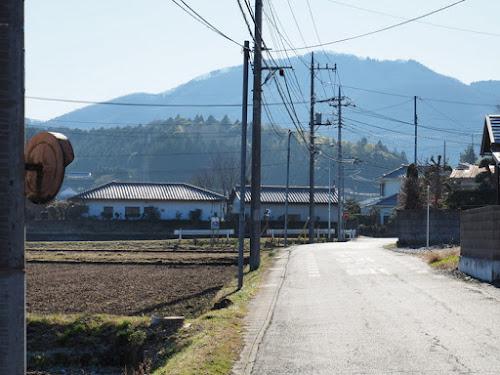 福原駅の南に続く道と吾国山