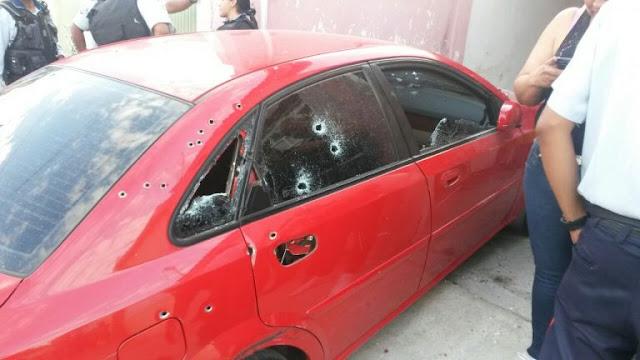Le caen a tiros a un policía mientras salía de su casa