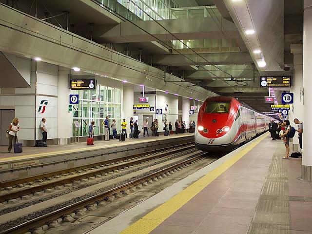 Trem na Estação Central de Bolonha