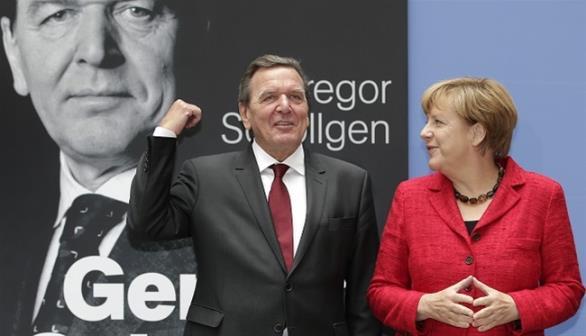 Σρέντερ: «Η Μέρκελ βύθισε το κόμμα της στο χάος»