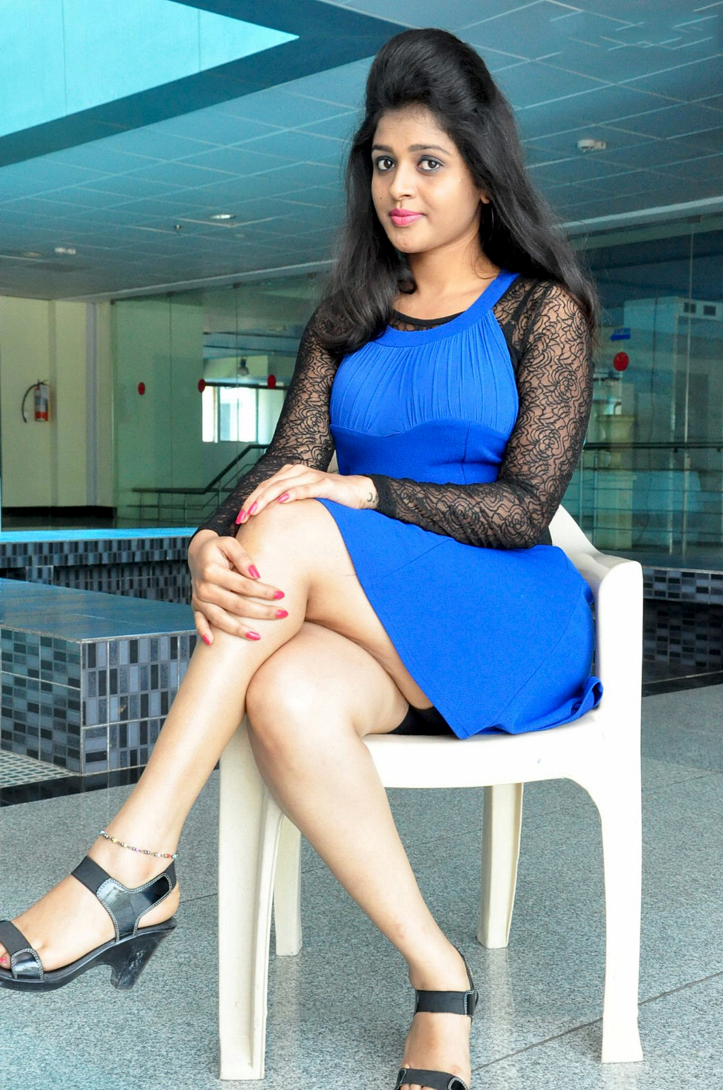 Shilpa Aswi Hot Inner Thigh Oops Moment In Blue Mini Skirt