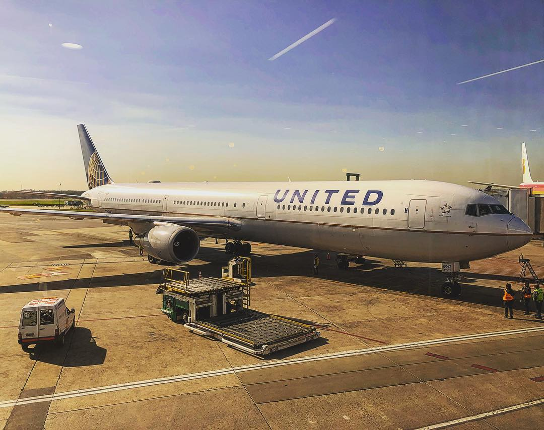 united airlines - WhatsApp Wishes, SMS, Quotes, Facebook, instagram