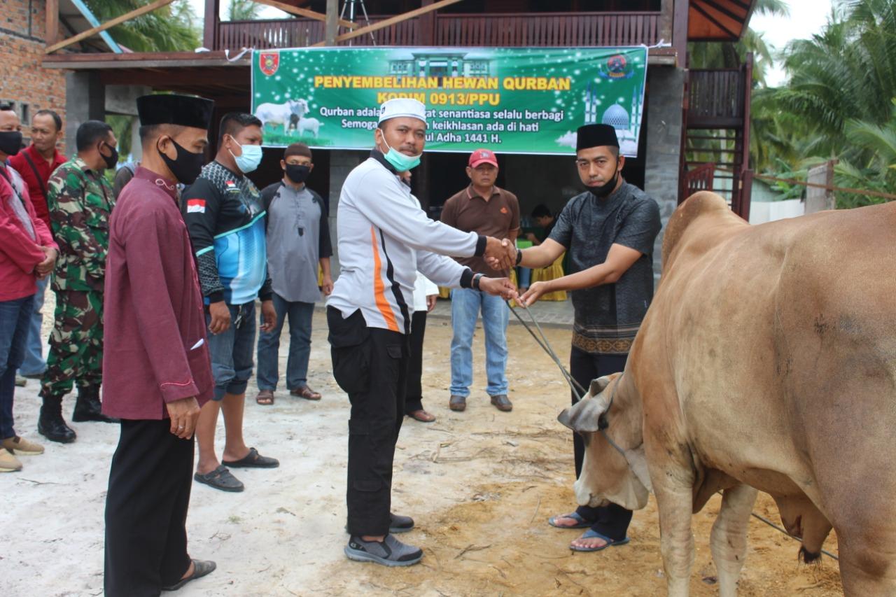 Hari Raya Idul Adha 1441, Dandim 0913/PPU serahkan Hewan Kurban ke Panitia