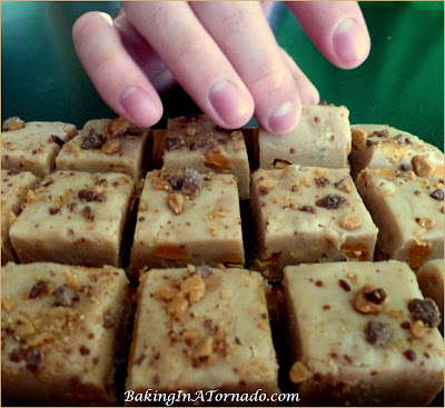 White Chocolate Toffee Fudge: White chocolate base with toffee and butterscotch chips in a flavorful sweet fudge square | Recipe developed by www.BakingInATornado.com | #recipe #dessert