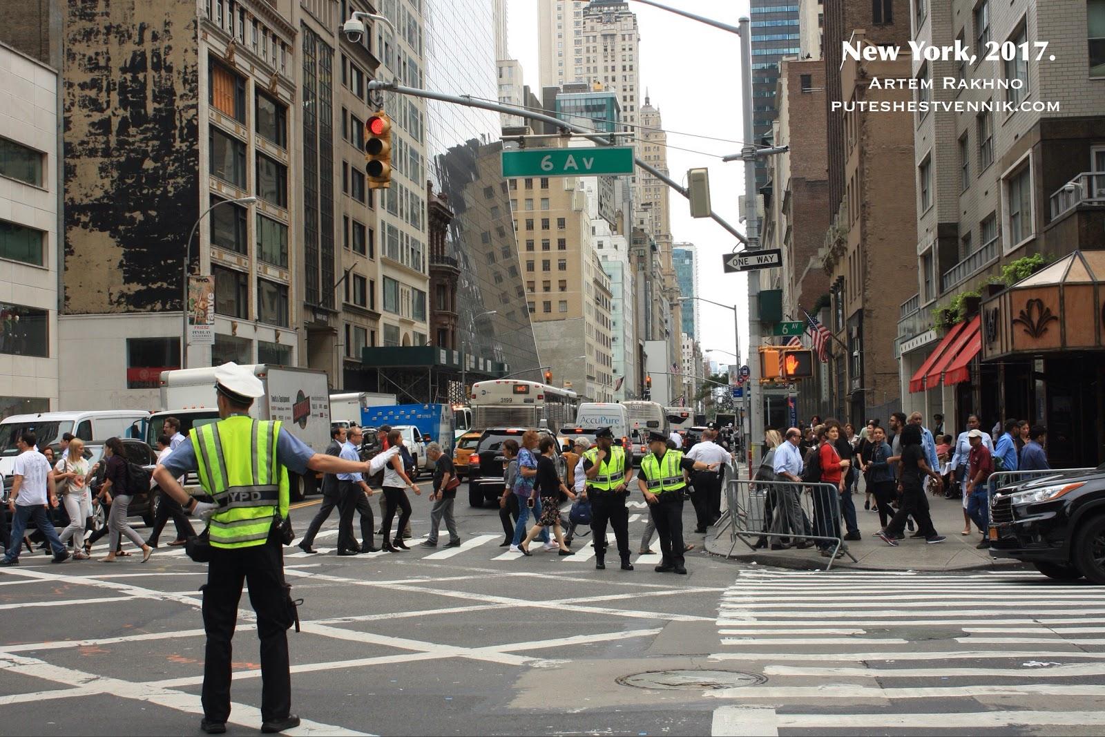 Полицейские на шестом авеню