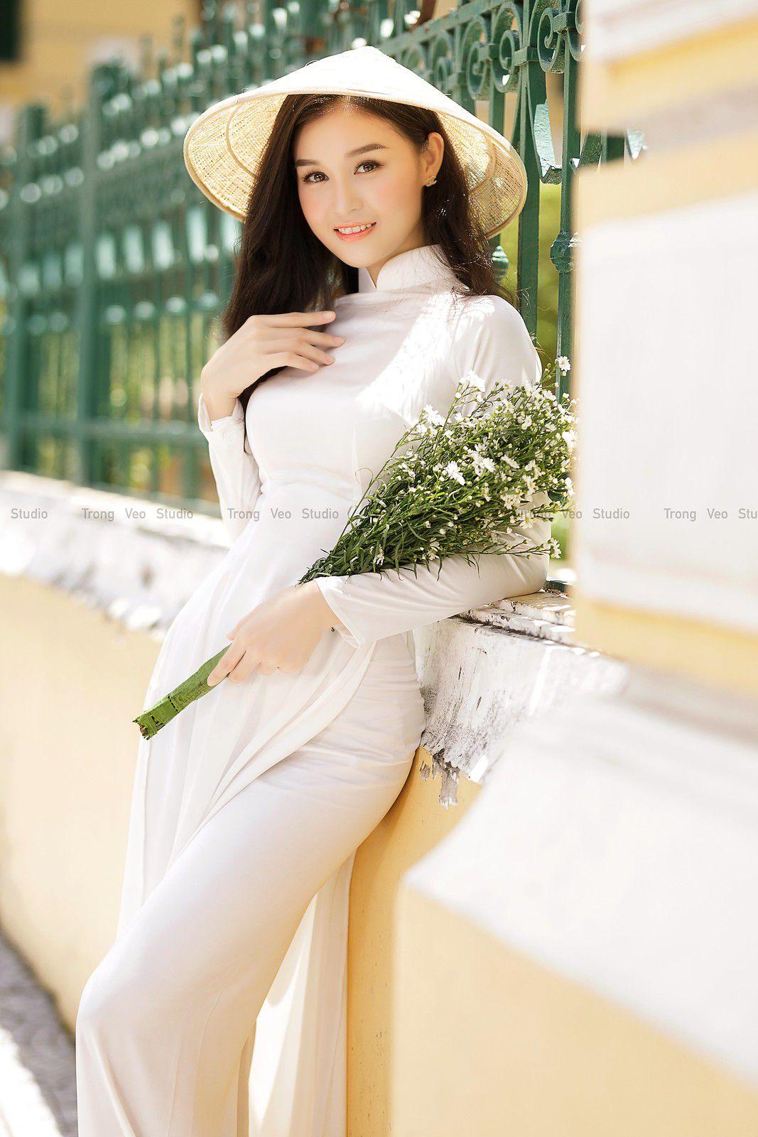 Ngắm bộ ảnh hoa khôi Phương Đoan đẹp hú hồn trong tà áo dài trắng thướt tha 7