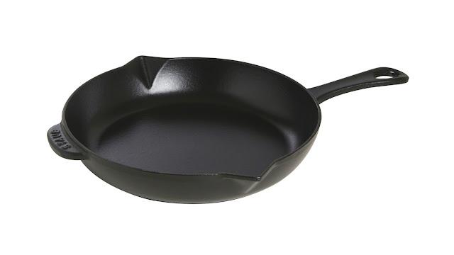 Sartén de hierro colado negra con mango de hierro de Staub