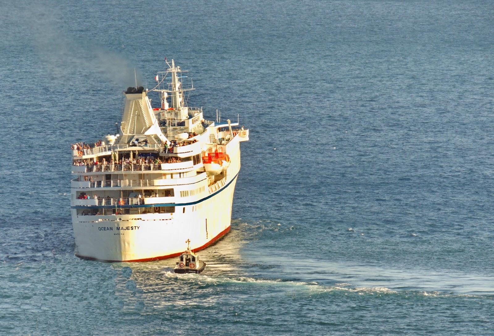 o navio parte da ilha e leva o seu nome