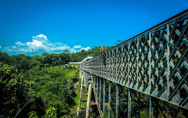 Cirahong - Jembatan Tua Penolong Warga