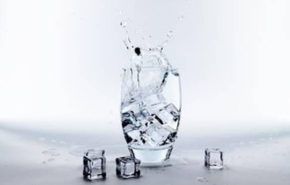 Inilah Manfaat Minum Air Es Untuk Menurunkan Berat Badan