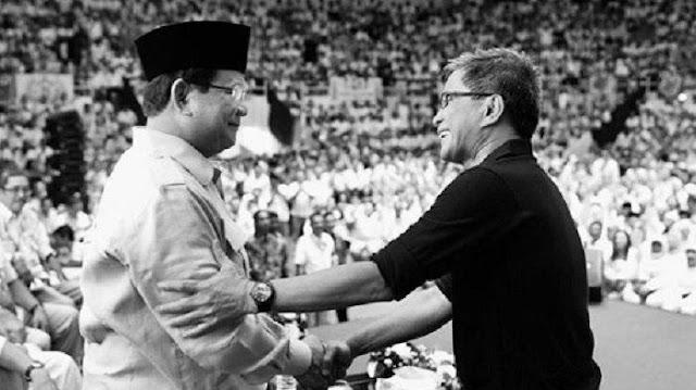 Saat Rocky Gerung Bersalaman Prabowo, Lihat Senyumnya, Netizen: Presiden Akal Sehat RI