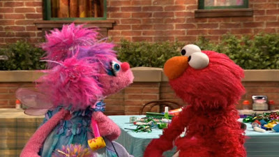 Elmo prepares to celebrate Dorothy's birthday. Abby discovers what party favors are. Sesame Street Elmo and Abby's Birthday Fun