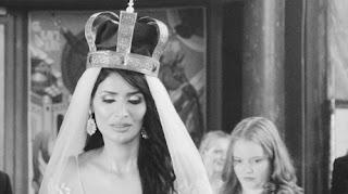 الناشطة السعودية فايزة المطيري تنشر فيديو زفافها داخل كنيسة