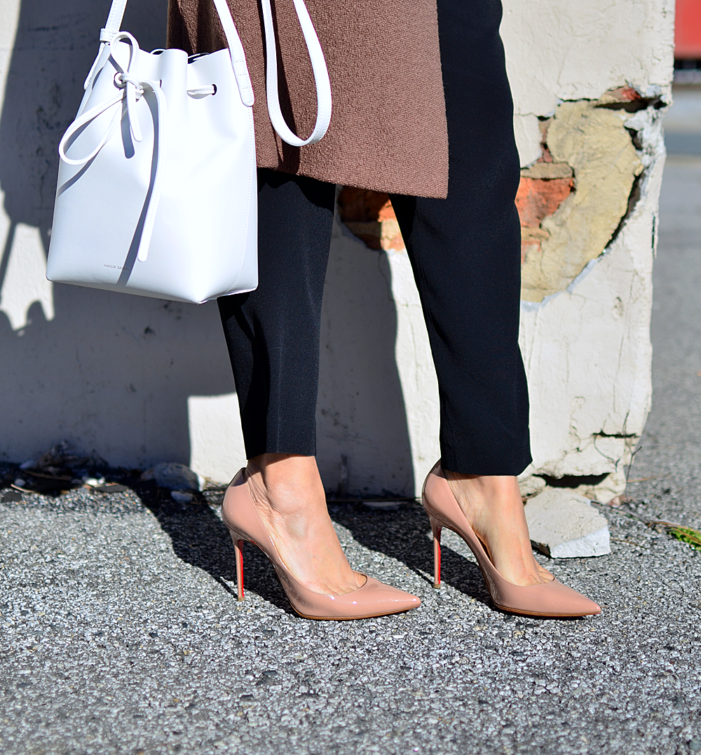 Louboutin decollete nude pumps