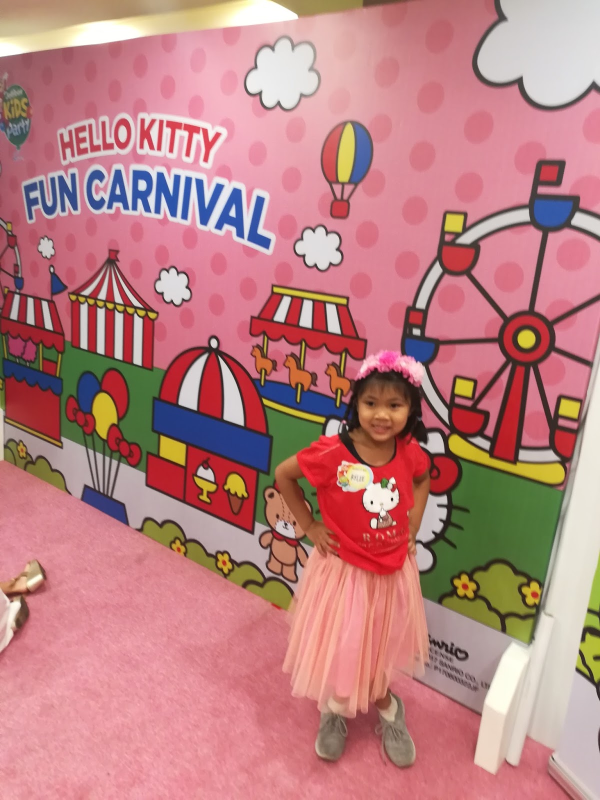 Jollibee launches carnival themed party with hello kitty fun rylee dressed up in her hello kitty costume solutioingenieria Images
