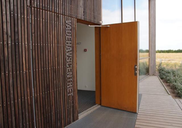 Im Watt in Dänemark: Unser Besuch im Vadehavscentret samt Wattenmeer-Tour. Die Architektur des Zentrums bei Ribe wurde mehrfach ausgezeichnet.