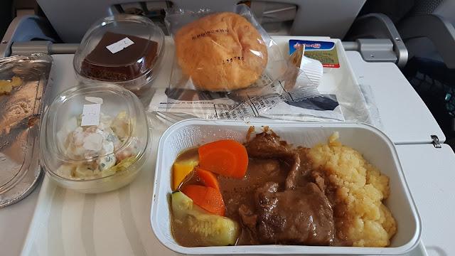 Obiad na pokładzie lotu Pekin - Helsinki