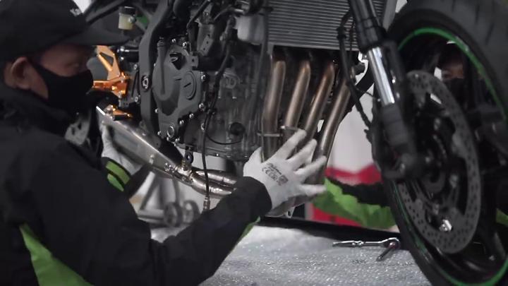 Kawasaki Ninja ZX25R 2020 khiến khách hàng phát cuồng với ống xả Yoshimura