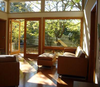 Fotos y dise os de puertas puerta ventana madera for Modelos de mamparas de madera para sala