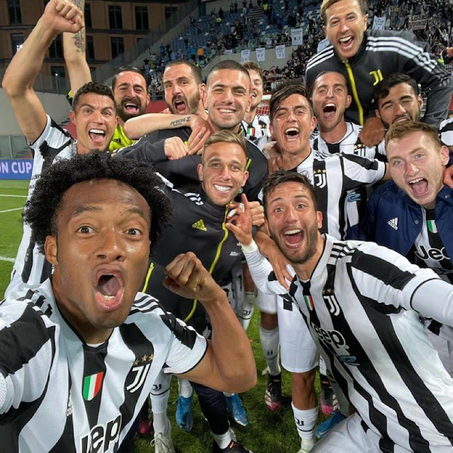 لاعبى يوفنتوس يحتفلون بالفوز بكأس إيطاليا