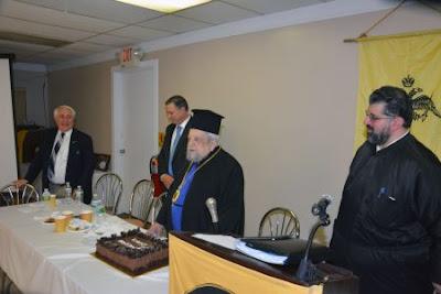 Από αριστερά διακρίνονται οι Ηλίας Τσεκερίδης, Λεωνίδας Ραπτάκης (πολιτειακός Γερουσιαστής Ροντ Αϊλαντ), Μητροπολίτης Μελόης Φιλόθεος και π. Γεώργιος Νίκας