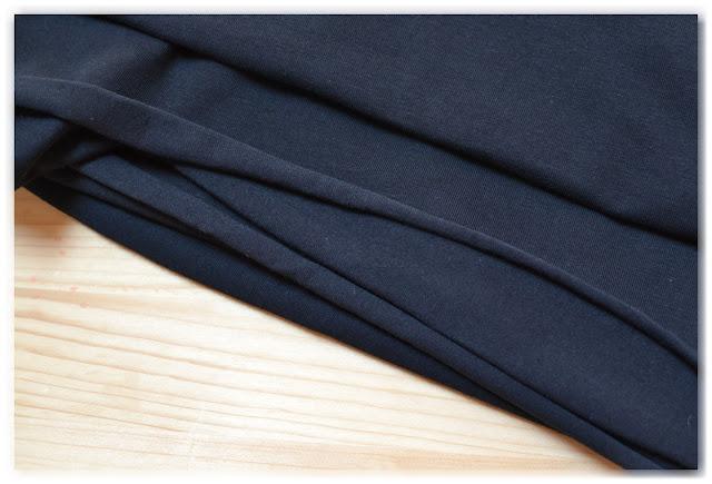 tissu jersey noir qui fera un futur tee-shirt