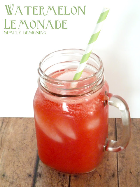 Watermelon Lemonade - fresh homemade watermelon lemonade! So delicious and so refreshing! Perfect drink for summer! #recipe #drinks #lemonade #watermelon