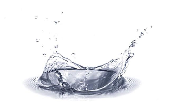Có nên uống nước đá lạnh khi đang viêm họng?