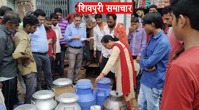 दूध डेयरी पर प्रशासन का छापा, पनीर और दही के नमूने लिए | SHIVPURI NEWS