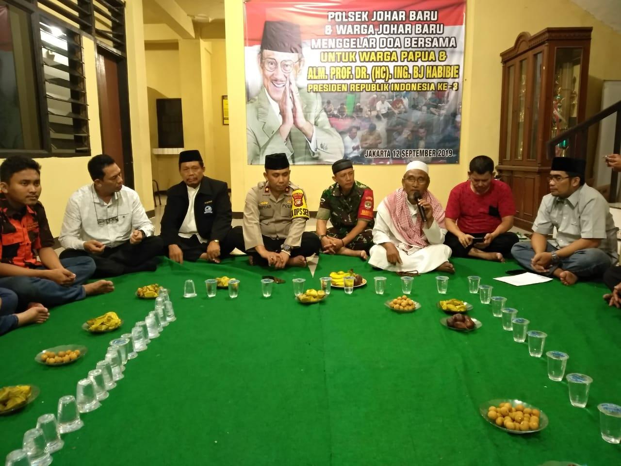 Polsek Johar Baru Dan Warga Gelar Doa Bersama untuk Papua Dan Alm. BJ.Habibie