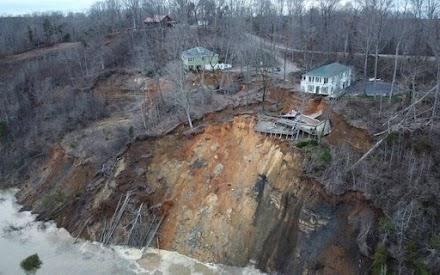 Σπίτια κατέρρευσαν στις όχθες του ποταμού Τενεσί