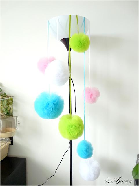 DIY: Dekoracja z tiulowych pomponów