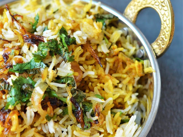 Biriyani made Simple | Easy Chicken Biriyani | Chicken Dum Briyani | Chicken Biyani cooked in the Oven | Chicken Biriyani Recipe | Chicken Biriyani - An aromatic blend of Basmati Rice and Chicken slow cooked with a blend of  flavorful spices.