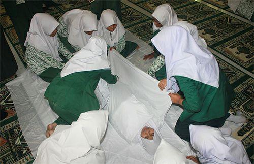 cara mengafani jenazah dengan baik sesuai syariat islam