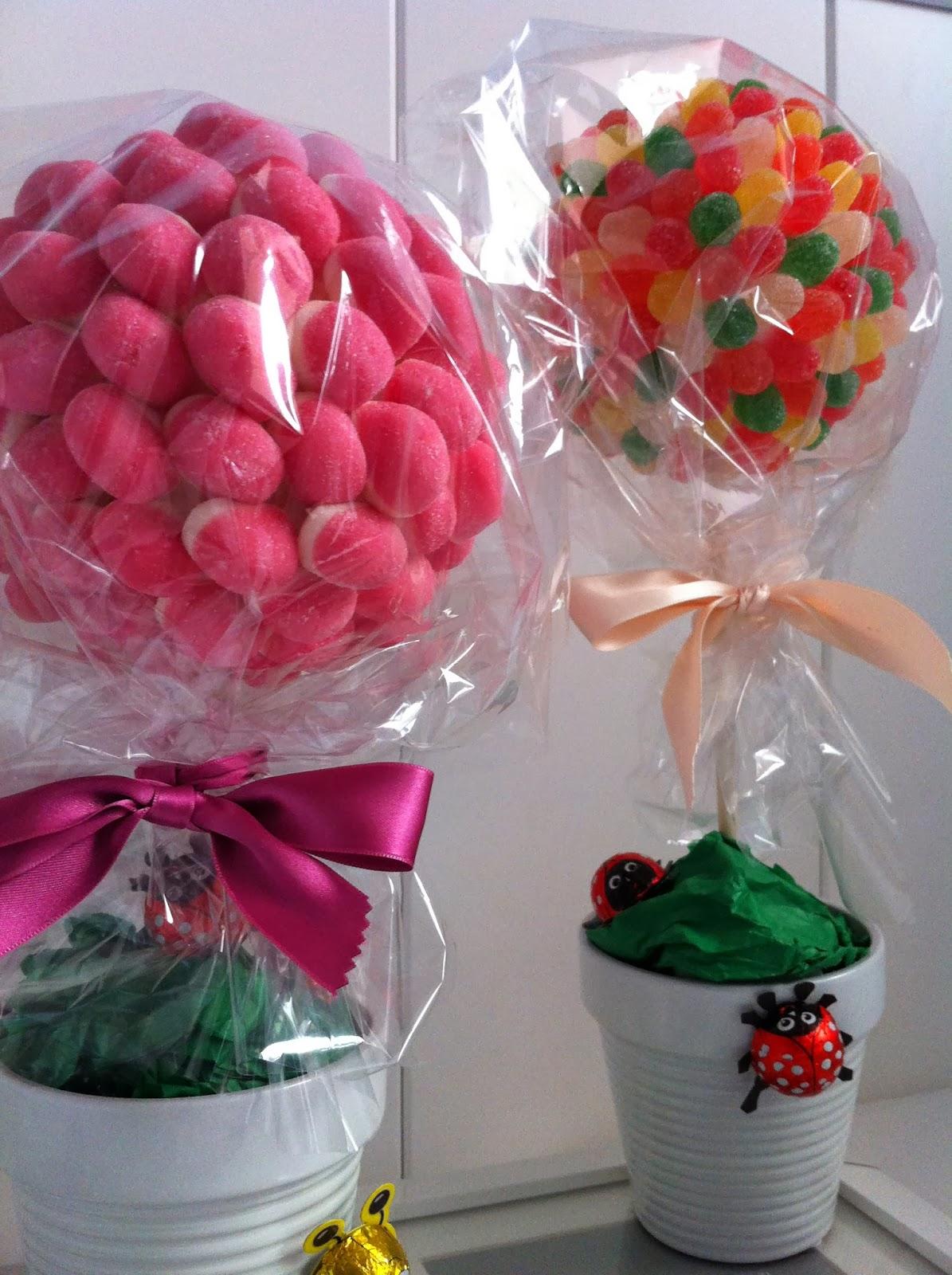 Arboles de chuches candy trees entre papeles y galletas - Decoracion con chuches ...