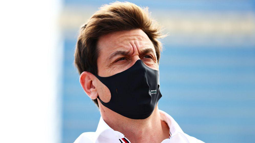 Wolff chama Mercedes de 'desempenho de Baku' inaceitável 'como ele diz que a equipe no período mais difícil de todos
