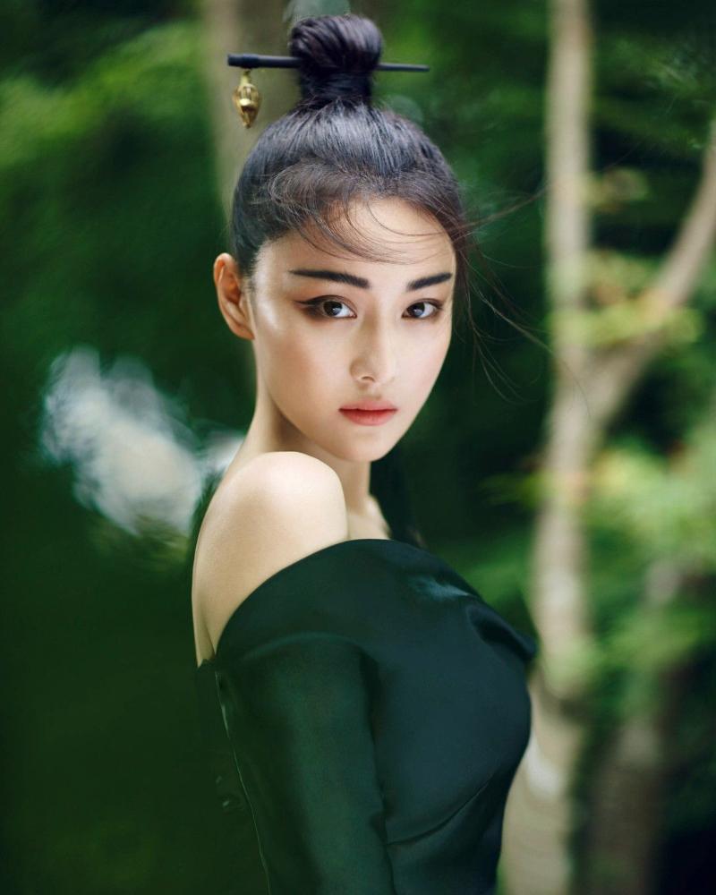 Zhang Xinyu cewek manis kulit mulus hitam dan manis mata indah