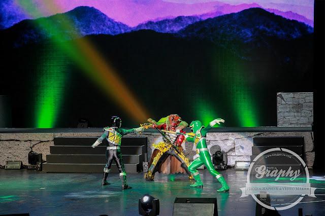 Superhero Power Rangers sedang beraksi