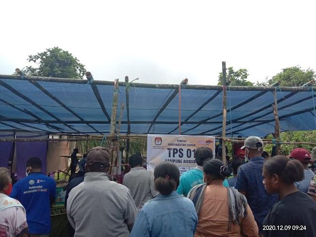 Calon Wakil Bupati Bapak,Drs. Alfons Sesa.MM,memilih di TPS 01 Kampung Aibobor ,Kabupaten Sorong Selatan