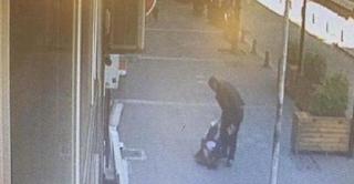 Αντρας που χτυπούσε την γυναίκα του στον δρόμο πήρε ένα επίπονο μάθημα